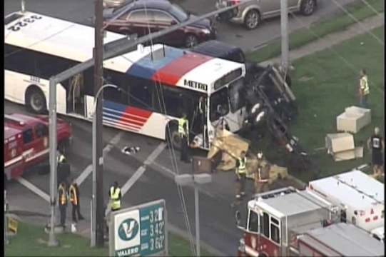 Texting While Driving >> METRO bus accident   Houston Personal Injury Attorneys - Smith & Hassler
